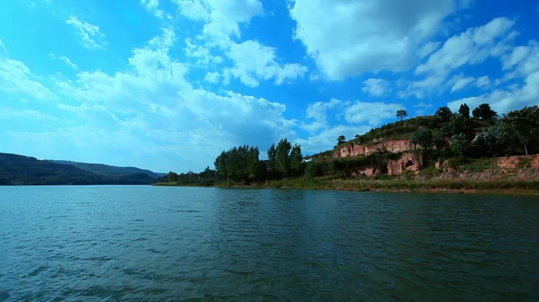 This is Shaanxi: Two Mountains and A Lake