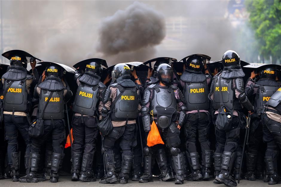 Hundreds held in Jakarta after protests turn violent
