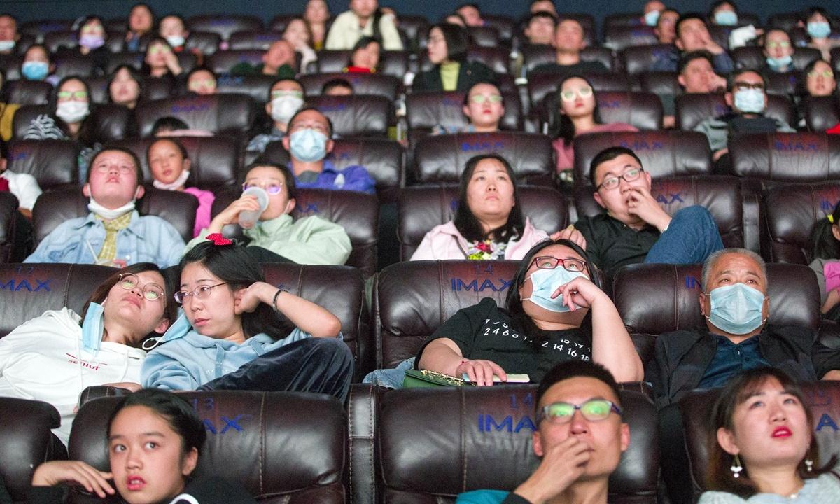 Holiday fuels China's performing arts industry as box office hits 860 mln yuan