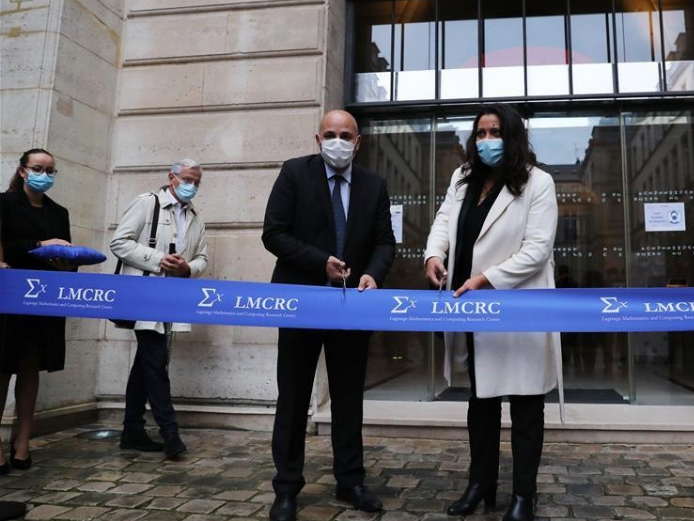 Huawei opens research center in Paris