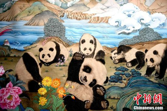 Giant thangka painting of pandas exhibited in Southwest China's Chengdu