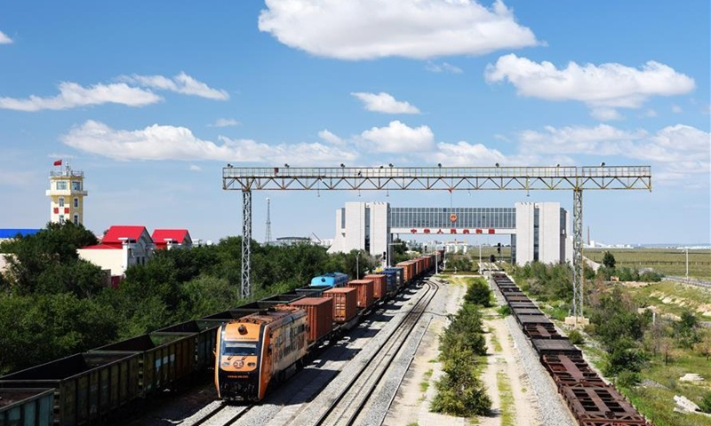 Nanjing Nangang puts electric freight locomotive into operation