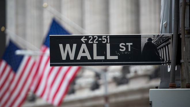 US stocks gain ahead of data, bank earnings