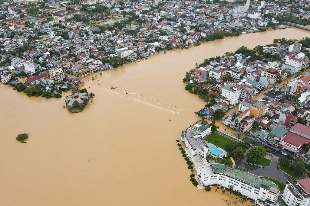 Death tolls from natural disasters rise to 18 in Vietnam