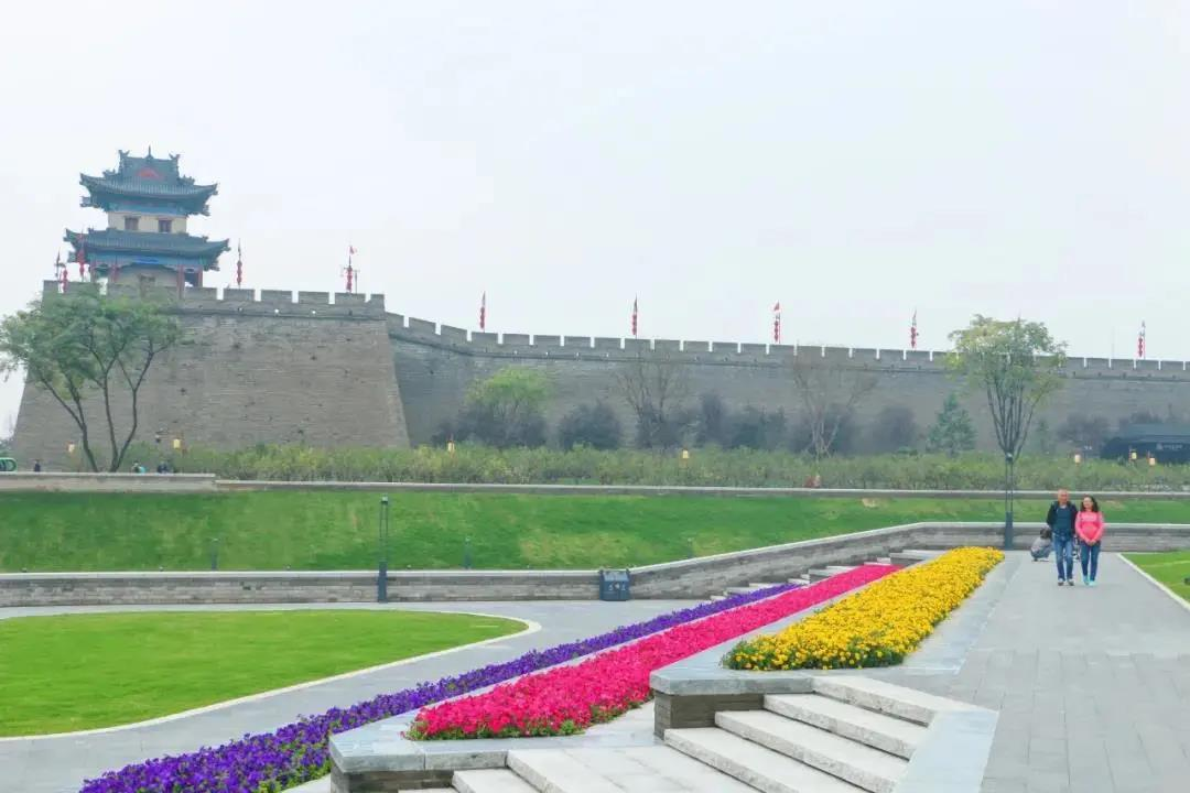 This is Shaanxi: Xi'an Moat Scenic Area
