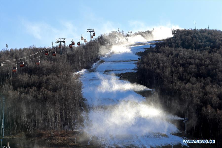 Ski fields in Hebei getting ready for skiing season as temperature drops