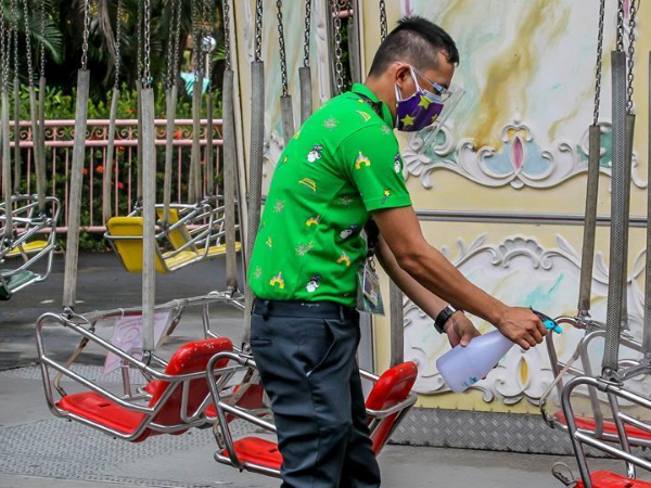 Amusement park reopens to visitors in the Philippines