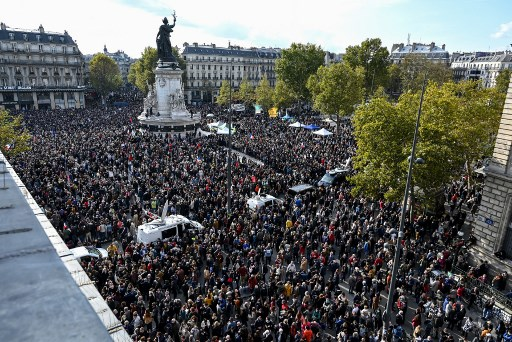 Thousands gather in Paris in homage to decapitated teacher