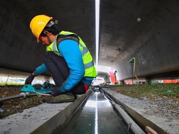 Guiyang-Nanning high-speed railway in Dushan County, Guizhou