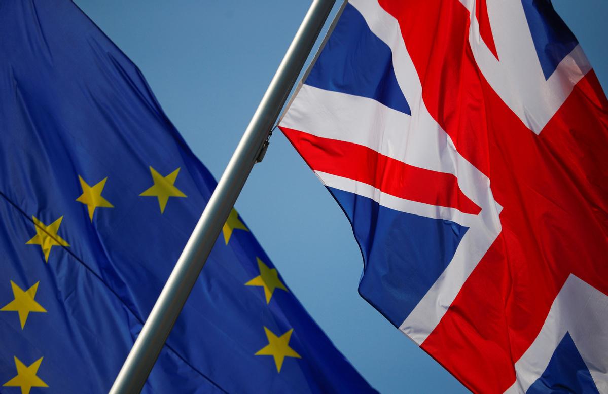 UK share traders prepare for split