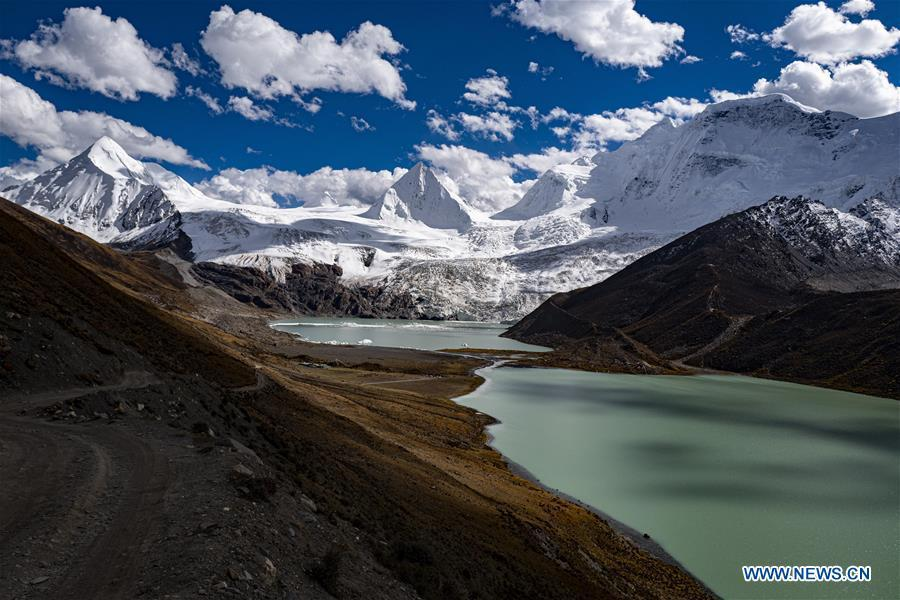 Scenery of Sapukonglagabo Mountain in Biru County, Tibet