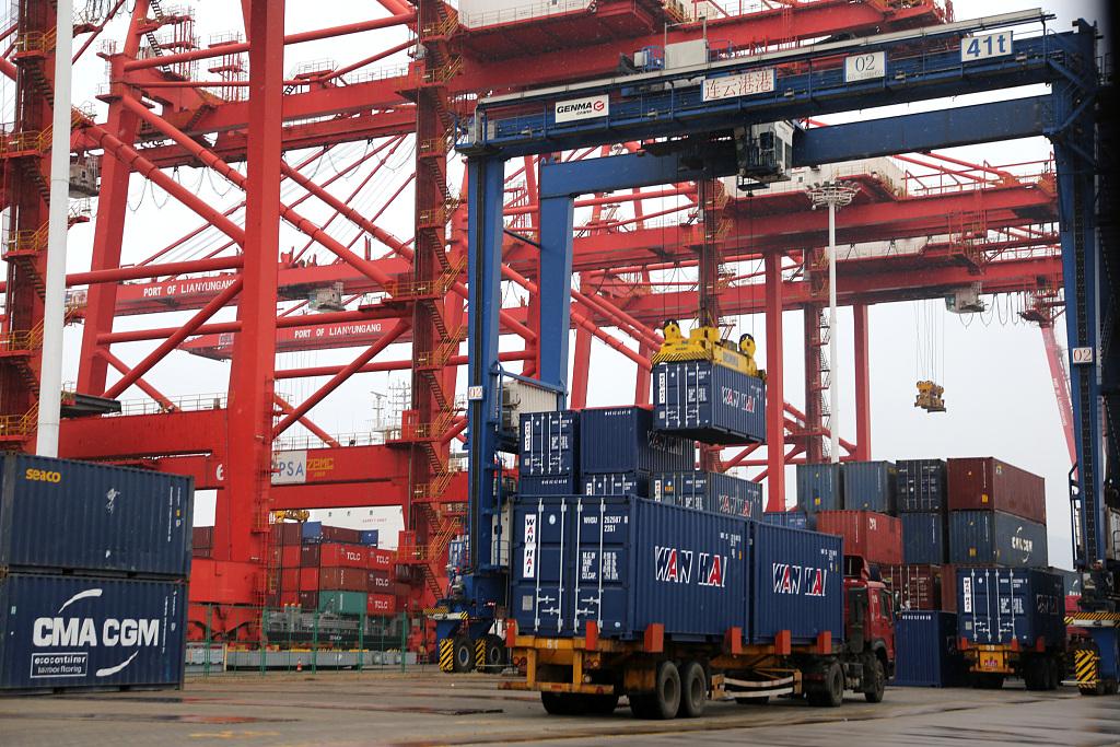 World trade rebounding slowly, outlook uncertain, report says