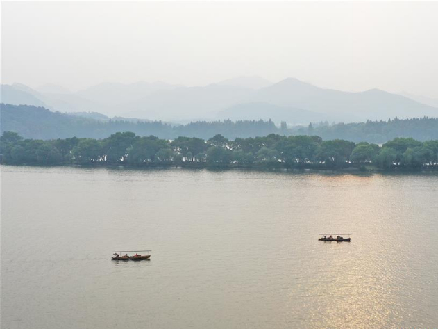 Autumn scenery of West Lake scenic area in Hangzhou