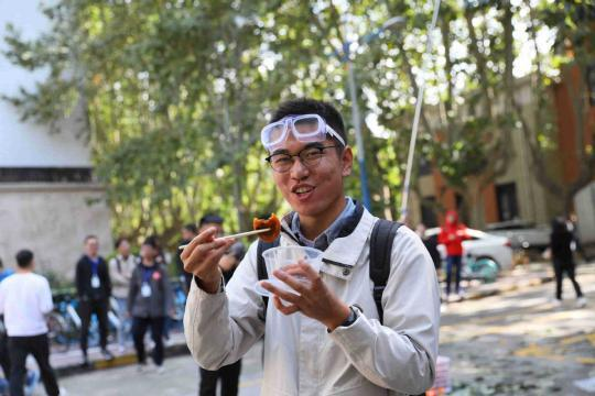 Students compete for persimmon power