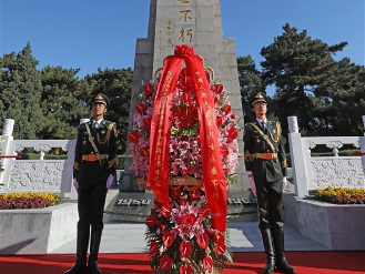 Flower baskets laid to mark 70th anniversary of War to Resist US Aggression and Aid Korea