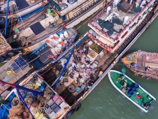 Typhoon Saudel lashes south China