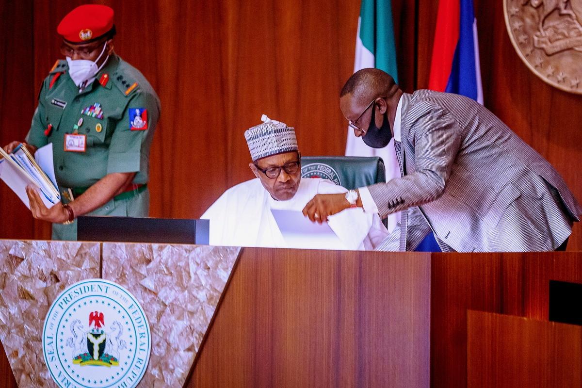 Nigerian president urges suspension of protests