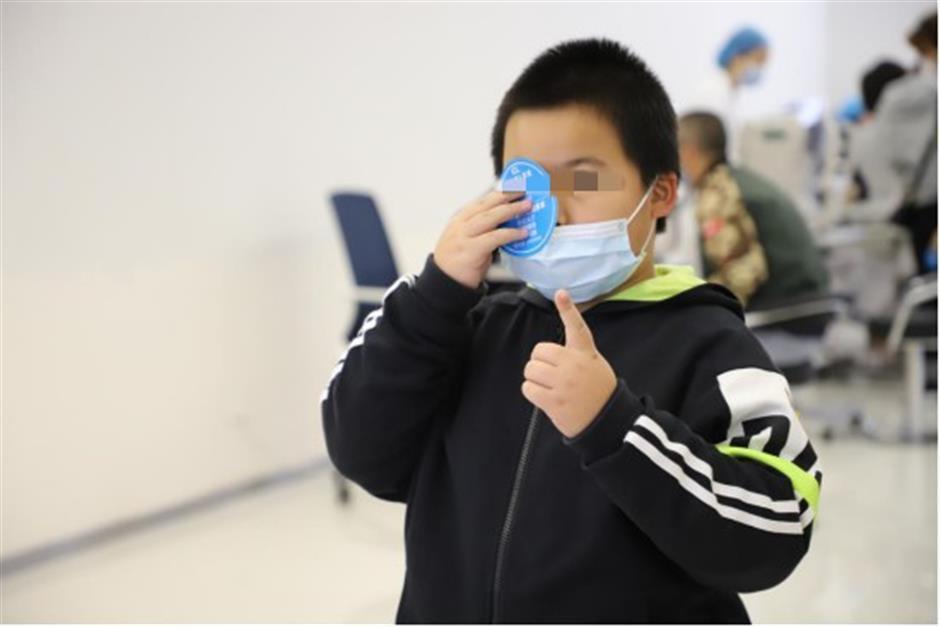 Medical staff keep an eye on youth myopia