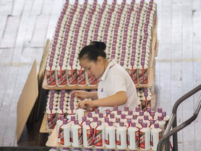 Top Chinese liquor maker on pace to hit annual earnings target