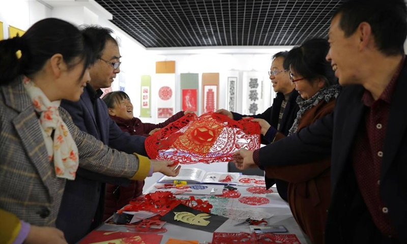 Local government steps up efforts to protect Huining paper-cutting in Gansu
