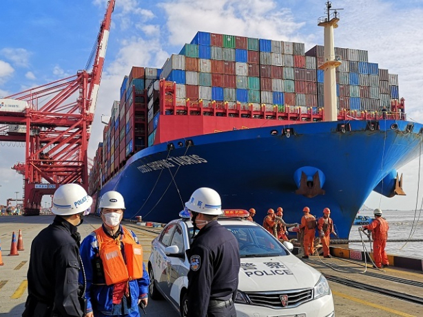 Shanghai provides swift customs clearance to CIIE exhibits and visitors from overseas