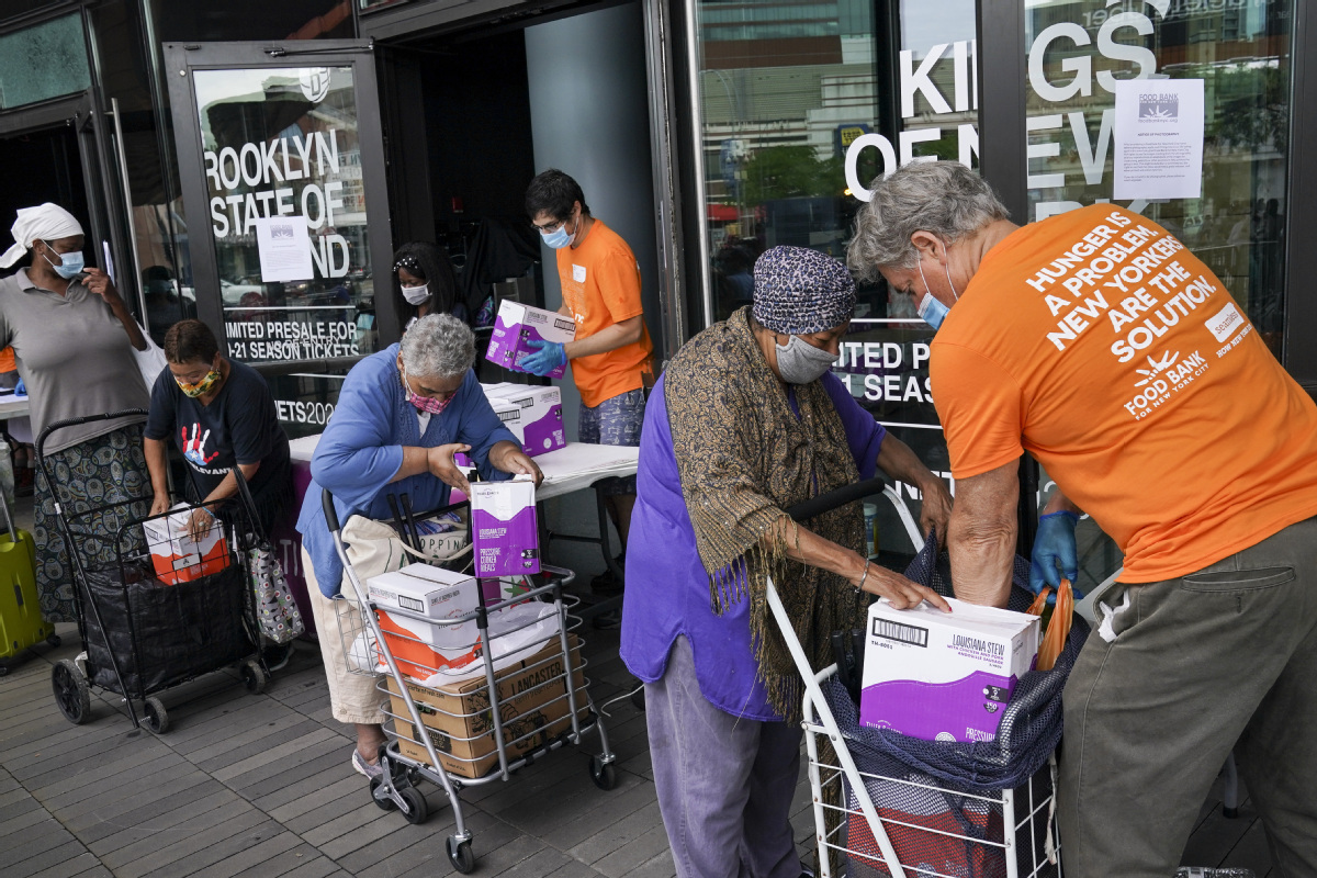 More turn to US food banks amid pandemic