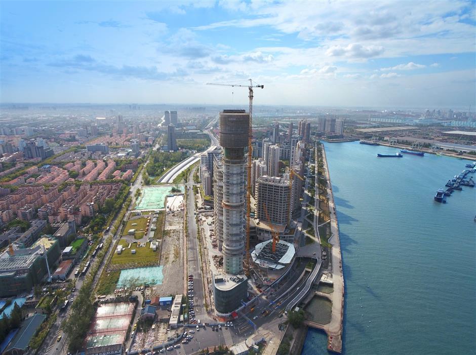 Yangtze River sightseeing tower takes shape
