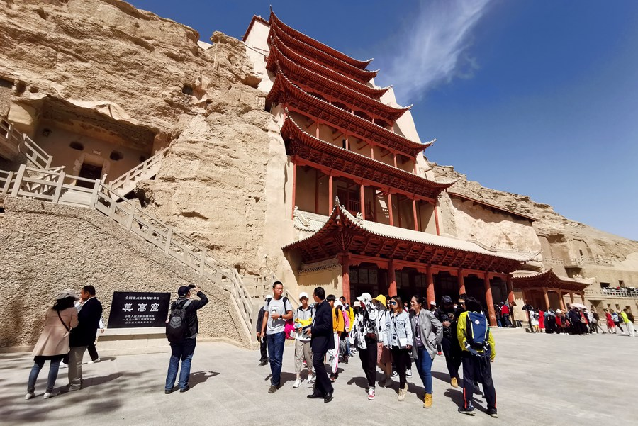 China to limit visitor numbers to grotto temples