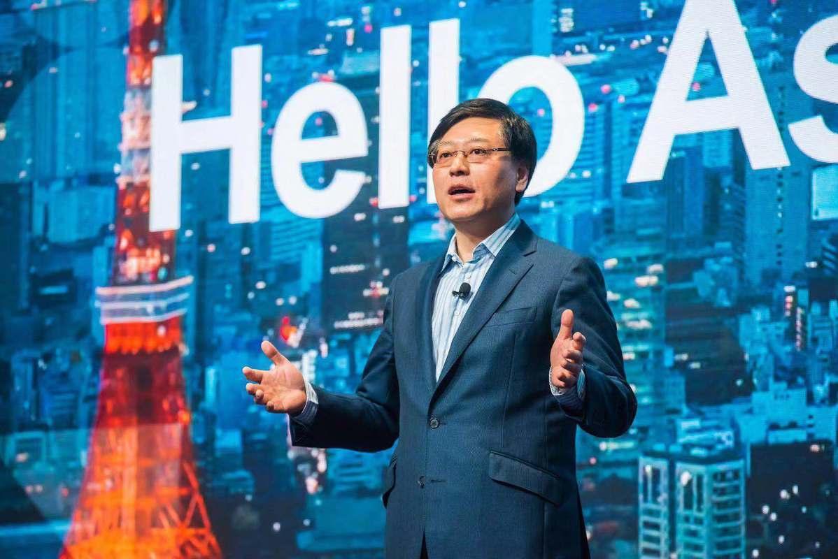 Lenovo unveils industrial robots, cloud partnership