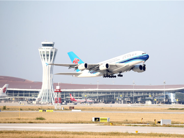 China builds 3 world-class airport clusters