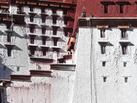 Exterior wall of Potala Palace gets annual paint retouch