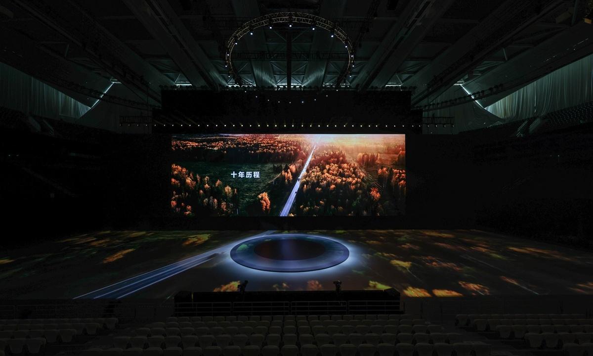 Huawei launches flagship phone series despite US ban