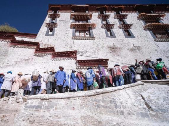 Potala Palace undergoes annual whitewash
