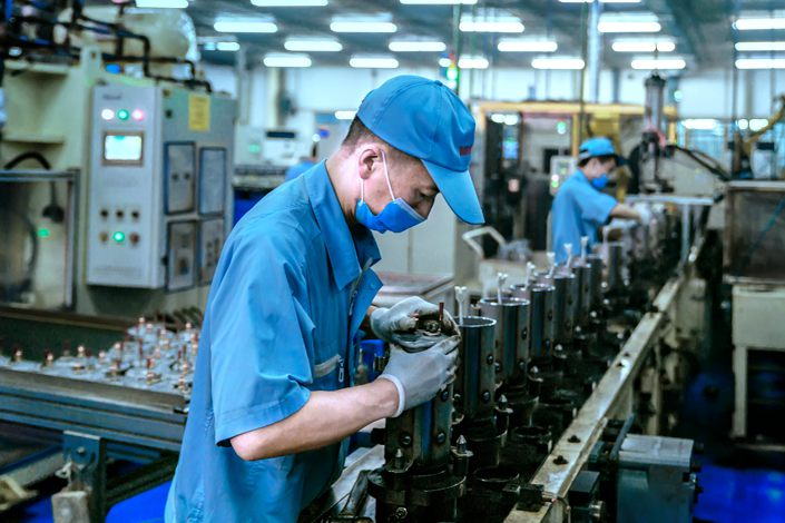 China's manufacturing PMI dips in October