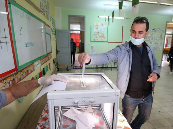 Early number shows turnout of 13 pct in Algeria's constitution referendum