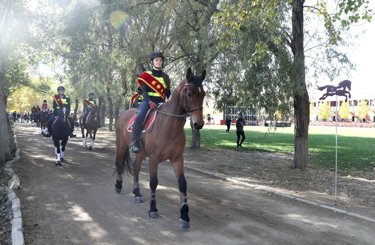 Beijing unveils its first path for horse-riding