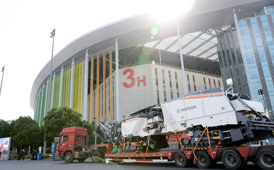 Major exhibitors flock back to Shanghai's import expo despite epidemic