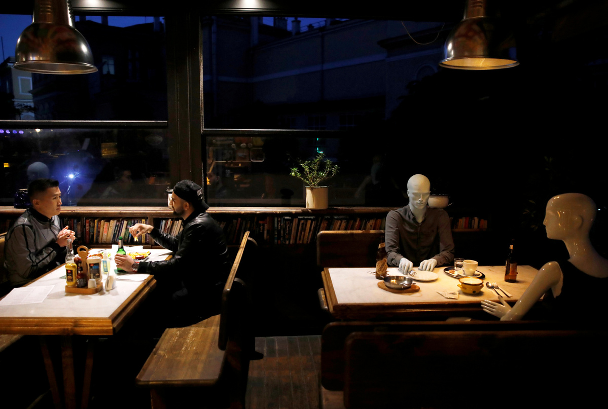Turkey's restaurants, cafes to close earlier to curb COVID-19 pandemic