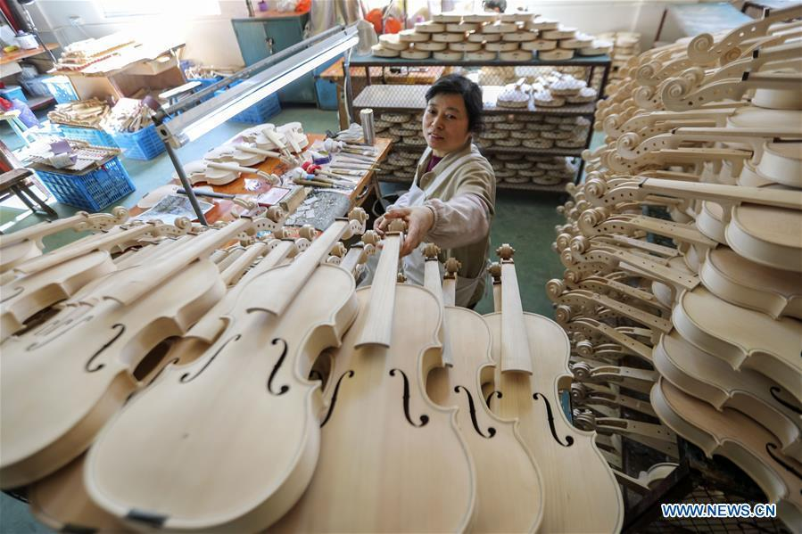 E China's town famous for making bowed string instruments
