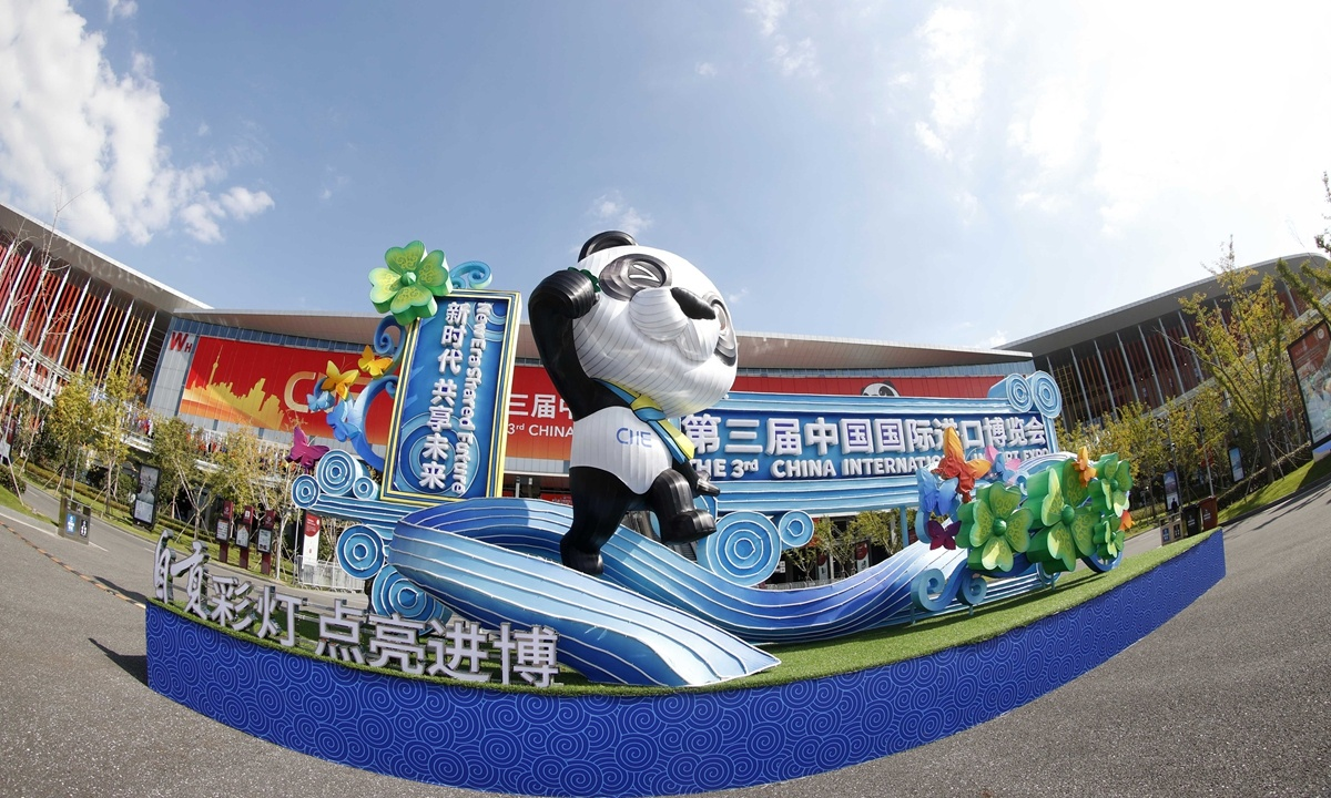 Shanghai offers swift channel to approve 3rd CIIE's foreign participants' business licenses