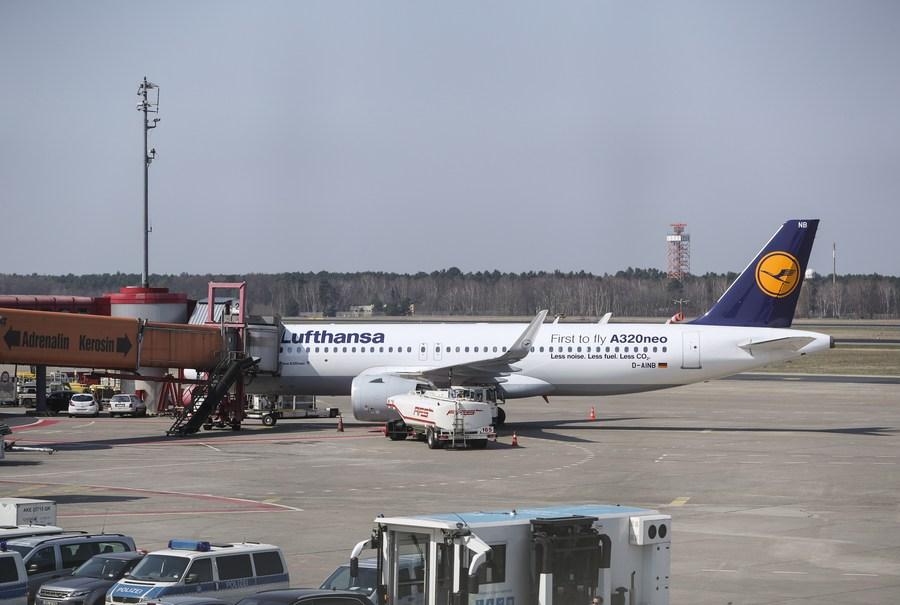 Lufthansa reports 2 billion euro loss in third quarter