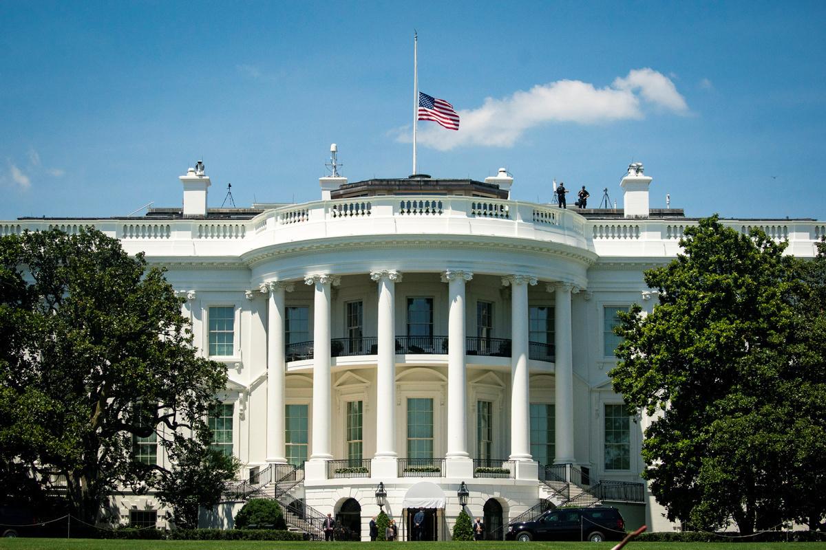 White House virus expert breaks with Trump on 'turn'
