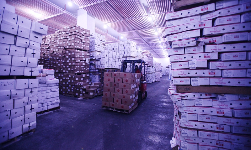 Loader in Tianjin cold storage of imported food tests positive for COVID-19