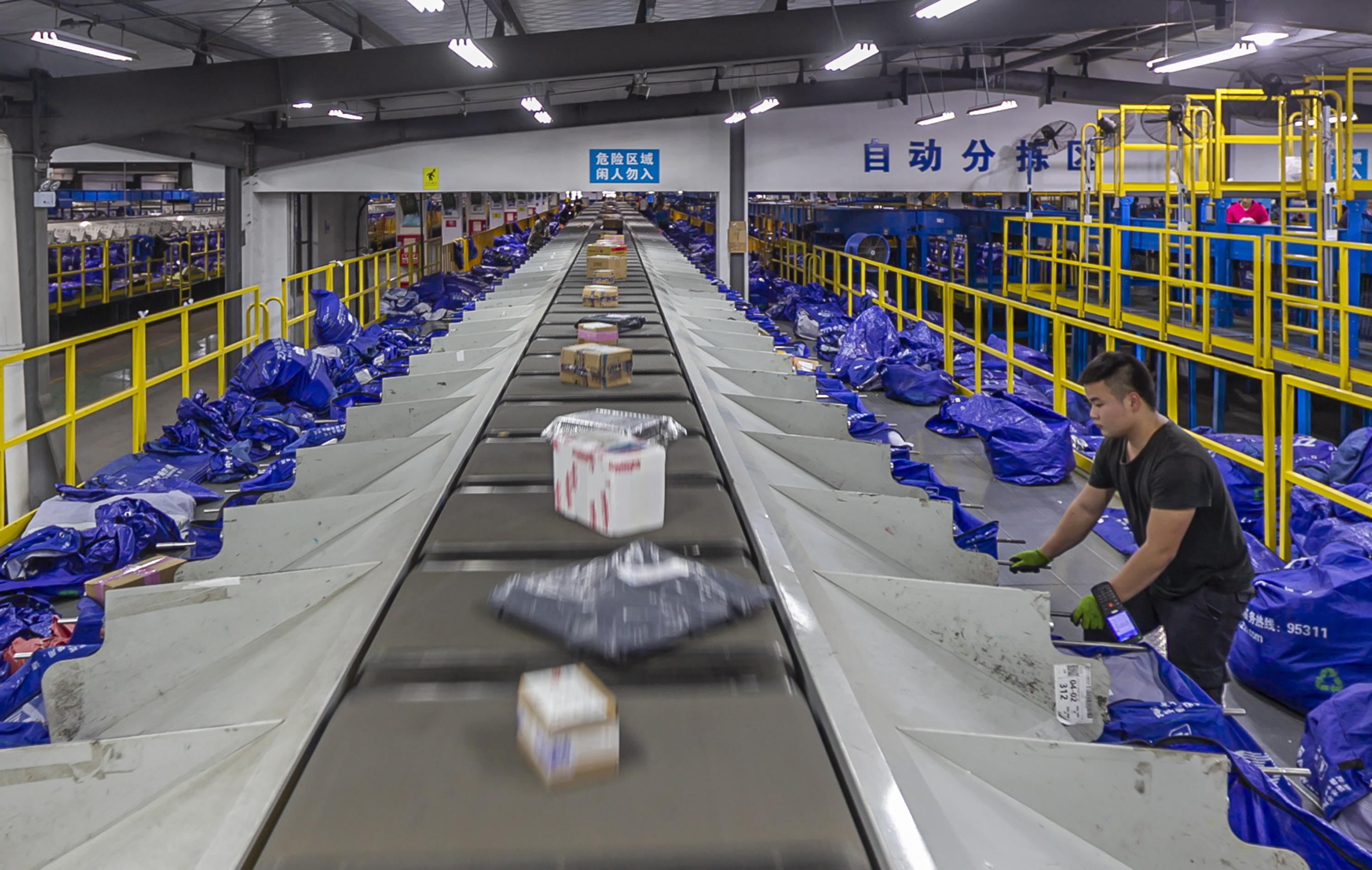 China's express delivery index rises in October