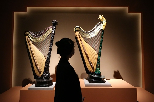 Ancient instrument strikes enchanting chord of opportunity in Xinjiang