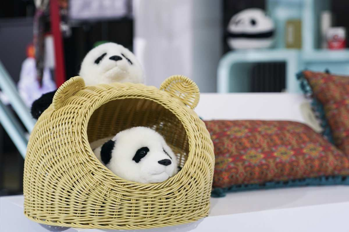 CIIE showcases cultural items from around the world