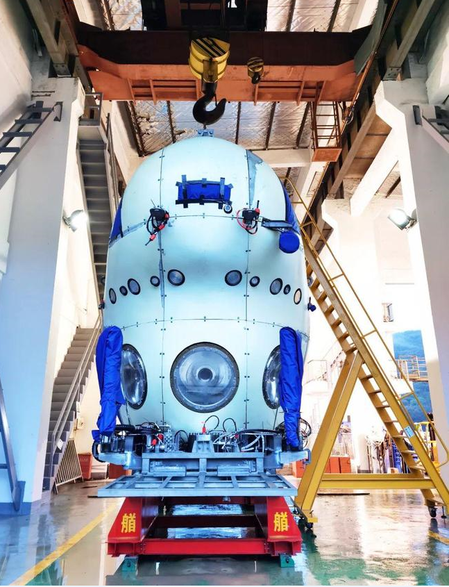 China's deep-sea manned submersible dives over 10,000 meters in Mariana Trench