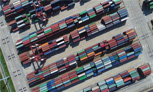 Shanghai's port busier as Chinese economy strengthens world trade