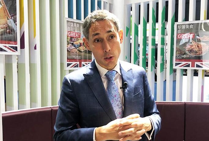 Xu Datong Meets with British Trade Envoy to China
