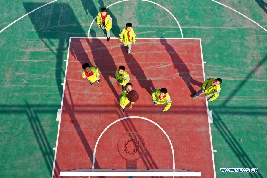 School in Shandong carries out various sports activities during longer class breaks
